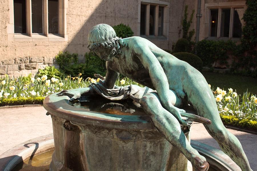 Narcyz posąg